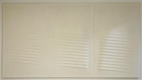Agostino Bonalumi 1976 tela estroflessa e tempera vinilica 200x420 cm 1