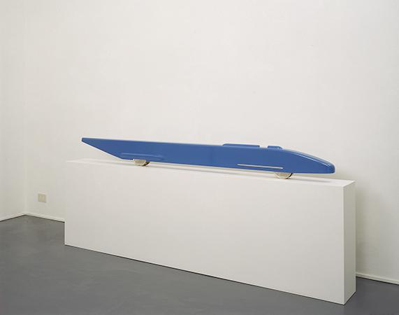 Gianni Piacentino 1986-1989 smalto acrilico, resina, nickel, ottone e alluminio 21.5 x 220 x 11 cm 1