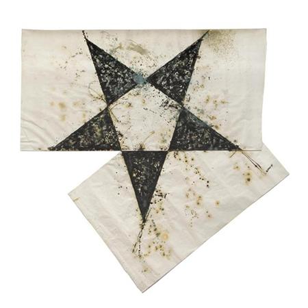 Gilberto Zorio 1987 sabbia, colla, plastica e smalto su carta 330 x 330 cm 1